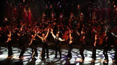 Orquestra Sinfônica Jovem de Mogi participa do primeiro concerto de musicais no Brasil - A banda se apresentou ao lado da atriz Cláudia Raia, na capital.