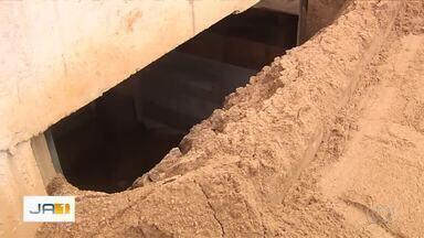 Homem sobrevive após ser soterrado em obra do Setor Bueno, em Goiânia - Ele foi socorrido e, segundo Corpo de Bombeiros, se recupera bem.