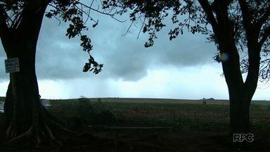 Chuva provoca estragos em cidades paranaenses - A defesa civil ainda não tem um balanço, mas nove cidades pelo menos foram atingidas pela forte chuva. Confira também a previsão do tempo.