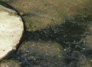 Moradores de Icoaraci denunciam transbordo de fossa em obras de residencial - Água suja chegou a invadir casa de moradores.