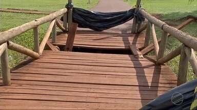 Situação de abandono do parque Antenor Martins preocupa em Dourados - Ponte estão quebradas, sujeira se acumula e uma série de problemas são armadilhas para quem frequenta.
