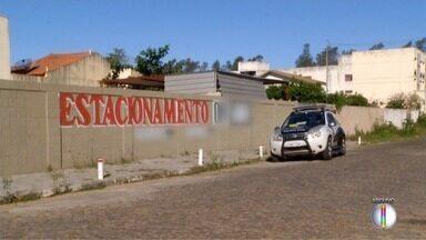 Suspeito de envolvimento em furto de sete carros em estacionamento é preso em Campos - Assista a seguir.