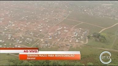 Prazo para desocupação de área invadida em Jacareí termina nesta sexta - Cerca de 1.500 famílias vivem em terreno invadido.