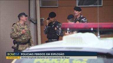 Policiais ficam feridos em explosão - A explosão de uma bomba foi durante um treinamento.