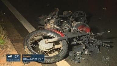 Motociclista de 22 anos morre após ser atingido por caminhão de lixo em Nova Odessa - Acidente ocorreu na noite de quinta (20); veículo pesado teria derrapado e invadido outra pista.