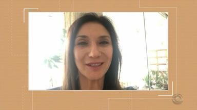 Cantora Zizi Possi convida telespectadores para espetáculo no 'Porto Alegre em Cena' - Ela se apresenta no Theatro São Pedro.