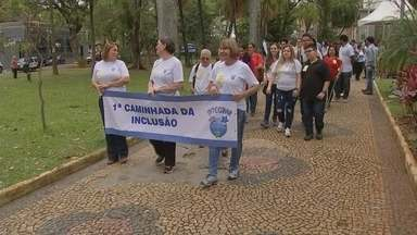 Caminhada marca o Dia Nacional da Luta da Pessoa com Deficiência em Sorocaba - O Dia Nacional da Luta da Pessoa com Deficiência é nesta sexta-feira (21). Em Sorocaba (SP), uma caminhada marcou a data na cidade.