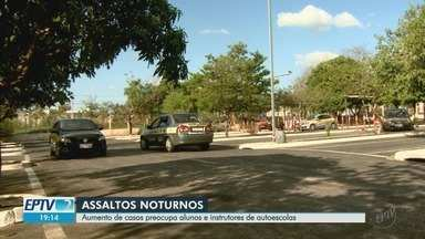 Instrutores de autoescola estão inseguros com aulas noturnas em Ribeirão Preto, SP - Aumento de casos de assalto preocupa alunos e profissionais.