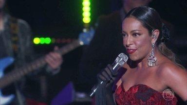 Samantha Schmutz canta 'Havana' - Elba Ramalho elogia a atriz e dá nota 10