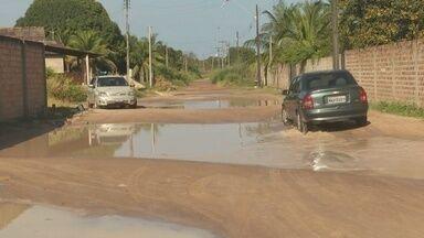 Moradores de Boa Vista denunciam falta de pavimentação no bairro Operário - Falta de asfalto gera buracos, sujeira e muita lama no bairro.