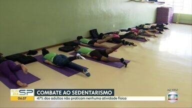 Yoga de graça durante campanha contra o sedentarismo em SP - 47% dos adultos brasileiros não praticam nenhuma atividade física. Unidades do Sesc oferecem mais de 10 modalidades.