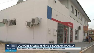 Ladrões fazem reféns em pousada e assaltam banco em Presidente Getúlio - Ladrões fazem reféns em pousada e assaltam banco em Presidente Getúlio