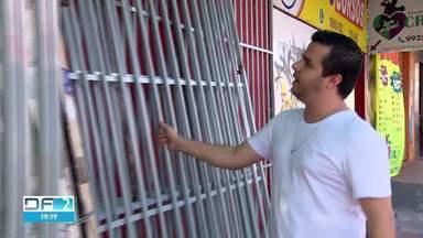 Comerciantes do Recanto das Emas reclamam da falta de segurança - Para tentar diminuir o número de ocorrências, os empresários estão se revezando em rondas noturnas. Polícia Militar diz que vai se reunir com os comerciantes para reavaliar estratégia de segurança.