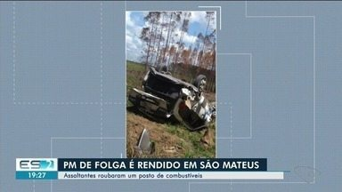 Policial é rendido, amarrado e tem arma roubada em assalto no ES - Na fuga, criminosos foram perseguidos e atiraram contra o carro da polícia, que capotou. Crime aconteceu nesta segunda-feira (24), em São Mateus.
