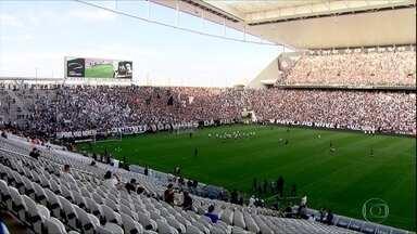 Torcida do Corinthians lota treino antes de confronto com Flamengo - Torcida do Corinthians lota treino antes de confronto com Flamengo