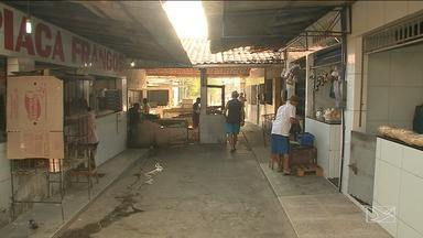 Sujeira em mercado de bairro em São Luís é alvo de reclamação - Precariedade no mercado da primavera no bairro do Cohatrac é alvo de muita reclamação entre os moradores.