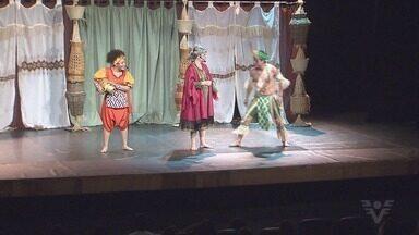 Cubatão recebe espetáculo do Teatro Encantado - Peça aborda a diversidade no país, é gratuita, e exibida em duas sessões, até quinta-feira (27).