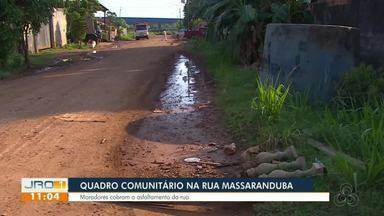 Quadro comunitário estaciona na rua Massaranduba, no bairro Jardim Eldorado - Moradores cobram o asfaltamento da rua.