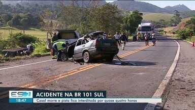 Acidente na BR-101 mata duas pessoas e rodovia é interditada em Anchieta no ES - A Polícia Rodoviária Federal (PRF) informou que a rodovia foi totalmente interditada no km 367, na região conhecida como Alto Pongal.