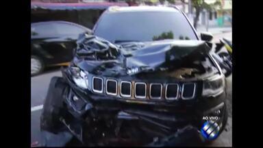 Acidente envolvendo cinco veículos termina com a morte de uma jovem de 19 anos - O motorista foi preso e deve passar por exame de dosagem alcoolica.