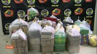 PF faz operação no Rio Solimões e apreende quase 500 kg de drogas - A Polícia Federal fez uma operação no Amazonas e conseguiu apreender quase 500 kg de drogas.