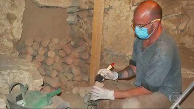 Professor da UFMG comanda a primeira expedição brasileira de arqueologia no Egito - José Roberto Pellini conta que a tumba pesquisada nunca foi escavada e tem revelado material bastante preservado.