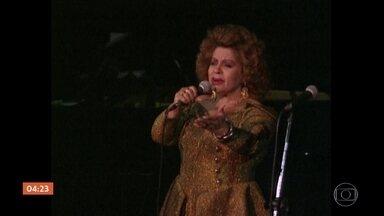 Corpo da cantora Angela Maria é enterrado em SP - Foi enterrado, neste domingo, em São Paulo, o corpo da cantora Angela Maria, uma das grandes estrelas da música popular brasileira. Ela tinha 89 anos.