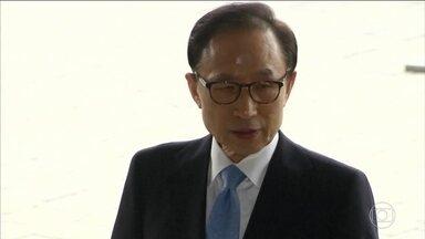 Ex-presidente da Coreia do Sul é condenado por corrupção - Lee Maiunbak governou o país de 2008 a 2013, ele foi condenado a 15 anos de prisão por aceitar um suborno milionário da empresa Samsung.