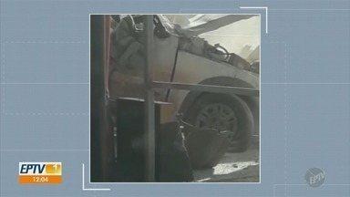 Motorista morre após acidente em praça de pedágio em Rio das Pedras - Um motorista morreu após seu veículo atingir uma barreira que divide as pistas da praça de pedágio e capotar nesta sexta-feira (5).