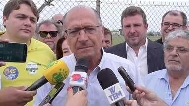 Geraldo Alckmin (PSDB) começa o último dia de campanha no interior de SP - Geraldo Alckmin foi para Bauru, na região oeste do estado de São Paulo. Fez caminhada no centro da cidade ao lado de eleitores, aliados e políticos locais.