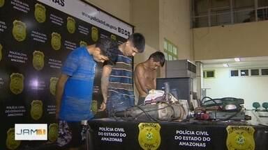 Três homens são presos com drogas e objetos furtados na orla de Manaus - Segundo a polícia, material de serralheria apreendido pertence a pessoas que trabalham na região.