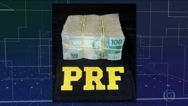Polícia prende passageiro de táxi com R$ 100 mil suspeito de crime eleitoral - Em Teresina, homem disse que o dinheiro seria usado em uma transação comercial. Mas, segundo a polícia, ele tentou entrar em contato com um candidato.