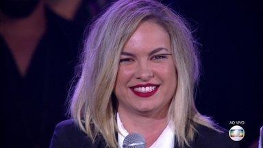 Lua Blanco canta 'Help' - Ela empolga seus fãs com sucesso dos Beatles