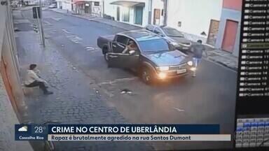 Funcionário de supermercado é baleado após ser confundido em Uberlândia - Vítima esperava para entrar no trabalho quando criminosos pararam veículo e o agrediram. Os autores foram presos.
