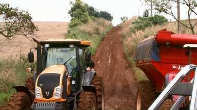 Produtores reclamam da condição das estradas rurais de Londrina - Situação fica ainda mais crítica nos períodos chuvosos.