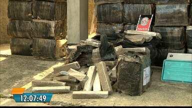 2 toneladas são apreendidas em casa na cidade do Conde - Segundo a PM, foi a maior apreensão de maconha feita na Paraíba.