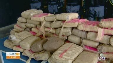 Polícia apreende drogas em motel de Manaus - Por meio de denúncia anônima homens foram localizados com entorpecentes.