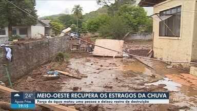 Chuva causa estragos em cidades de SC; idosa morre durante enxurrada - Chuva causa estragos em cidades de SC; idosa morre durante enxurrada