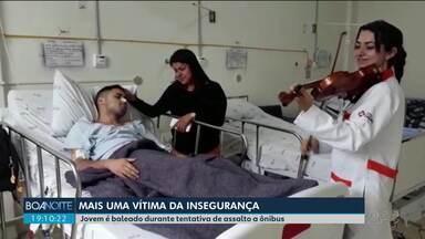 Na véspera do aniversário, jovem é baleado durante tentativa de assalto em ônibus - Passageiros e motoristas reclamam da falta de segurança no transporte coletivo de Curitiba e região.