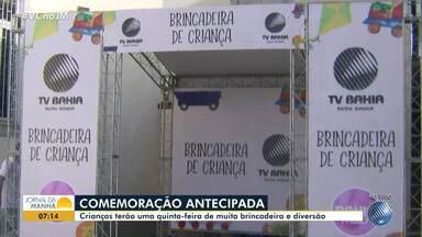 TV Bahia e Bahia FM promovem brincadeiras para a criançada em Alto de Coutos - Confira os detalhes da farra montada nas Obras Sociais Mãe Rainha.