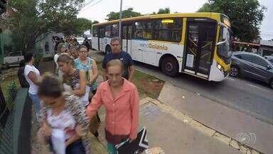 Hospital Araújo Jorge informa que fila ocorreu devido a reforma no ambulatório, em Goiânia - Várias pessoas tiveram que ficar na fila.