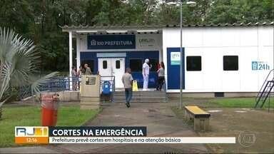 Prefeitura do Rio prevê cortes em hospitais e na atenção básica - Ao anunciar o corte de verbas pra saúde municipal, a prefeitura disse que cortaria na atenção básica, e que pouparia as áreas mais carentes.