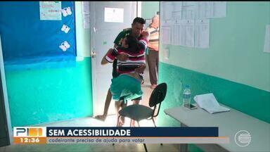 Cadeirantes tiveram dificuldades em votar por falta de acessibilidade - Cadeirantes tiveram dificuldades em votar por falta de acessibilidade