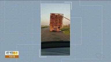 Carreta é flagrada levando carga de forma irregular - A infração ocorreu entre os municípios de Linhares e Colatina