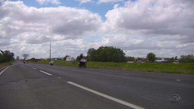 Trânsito está intenso nesta quinta-feira pré feriado de Nossa Senhora Aparecida - Litoral Norte é o destino mais procurado pelos motoristas.