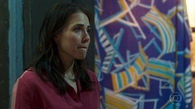 Rosa se esquiva do questionamento de Ícaro sobre sua relação com Laureta - Os dois discutem, e a menina decide deixar o casarão. Ícaro não permite que ela vá embora