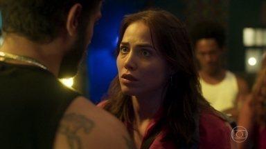 Rosa deixa o casarão - A jovem discute com Ícaro na frente de todos e o irmão de Manu teme que ela volte para a casa de Laureta