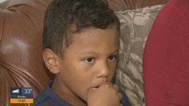 Queimadura está entre as principais causas de internações de crianças e adolescentes. - Um menino está internado na UTI em Araraquara, depois de ter 70% do corpo queimado por uma garrafa de álcool que explodiu em um churrasco.