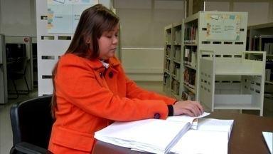 Biblioteca em Guararema é totalmente acessível para deficientes - Veja também exposição em homenagem a MillIôr Fernandes no IMS.