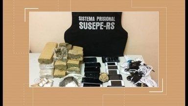 Drogas e celulares são apreendidos na Penitenciária Estadual de Rio Grande - Material foi arremessado para dentro do pátio do presídio e acabou encontrado por agentes penitenciários.